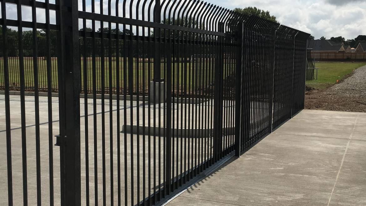 5 Reasons Why You Should Fence a Commercial Property