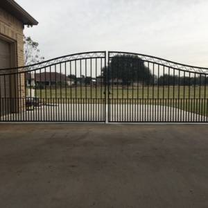 The Advantages of Installing an Automatic Driveway Gate-Texas Fence and Iron